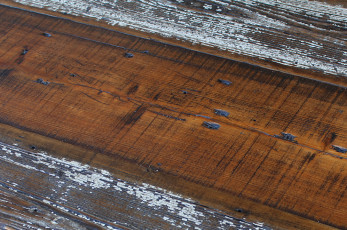 Dark-Aged-Barnwood-w-White-Paint