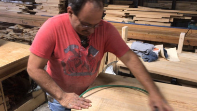 Les Sanding a Tv Stand top