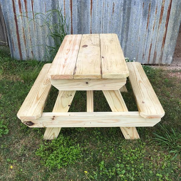 Child S Small Picnic Table